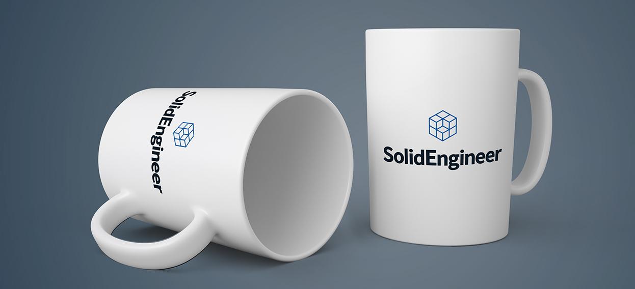 Solid Engineers nya logotyp på ett par kaffekoppar