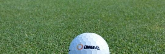 En awave golfboll