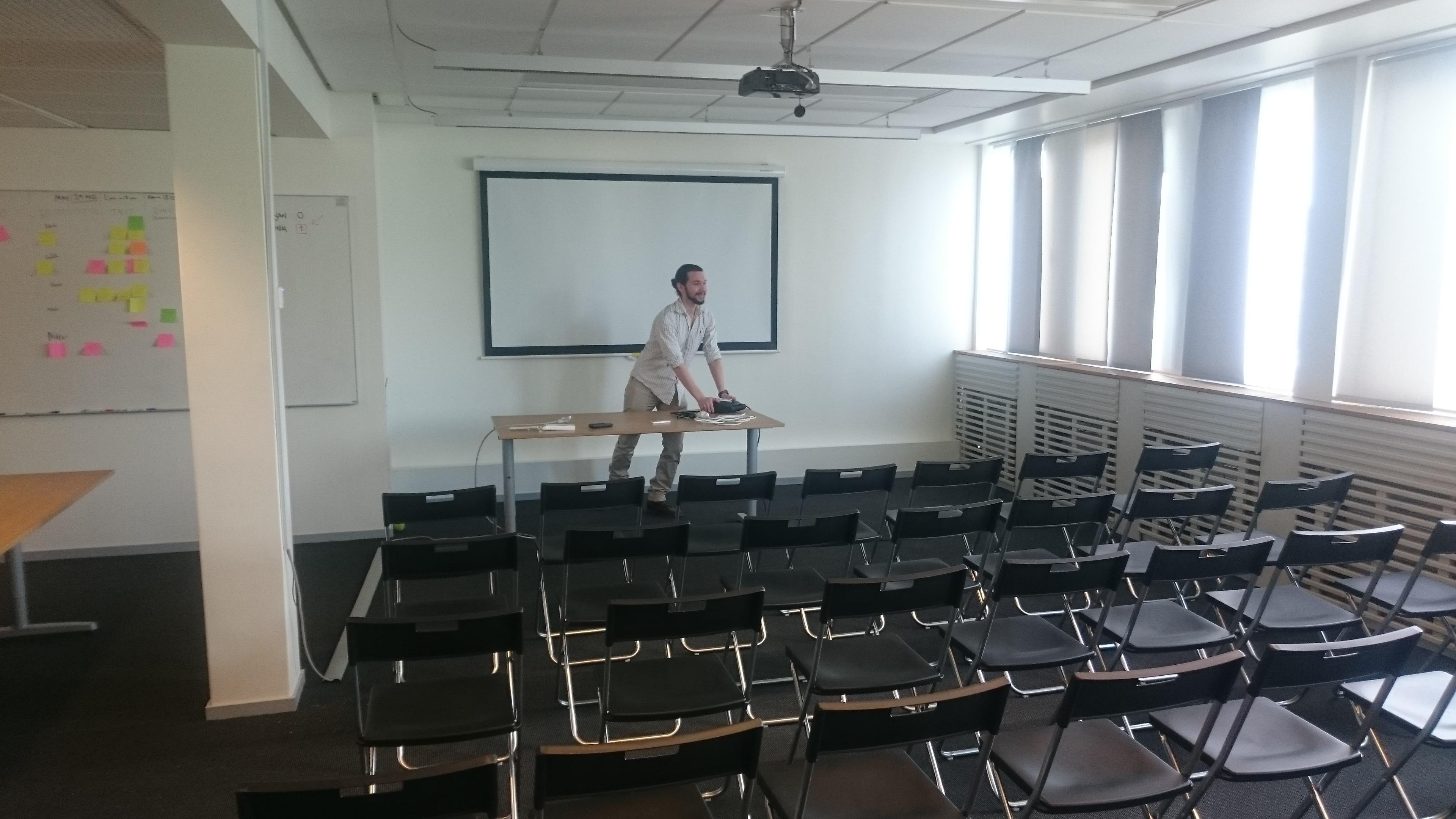 Ett tomt konferensrum