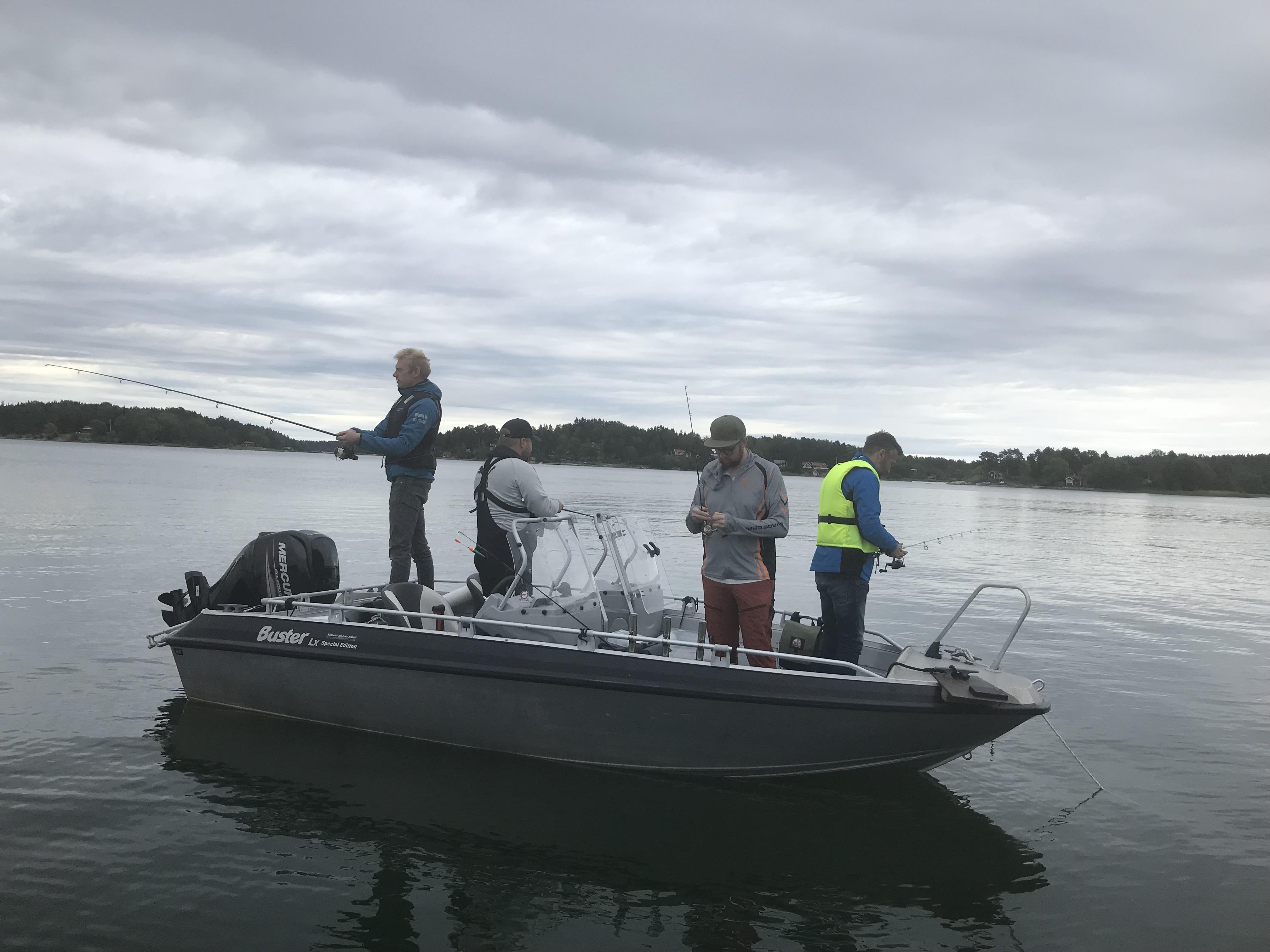 Några personer på en båt