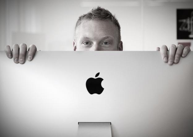 En person vid en dator