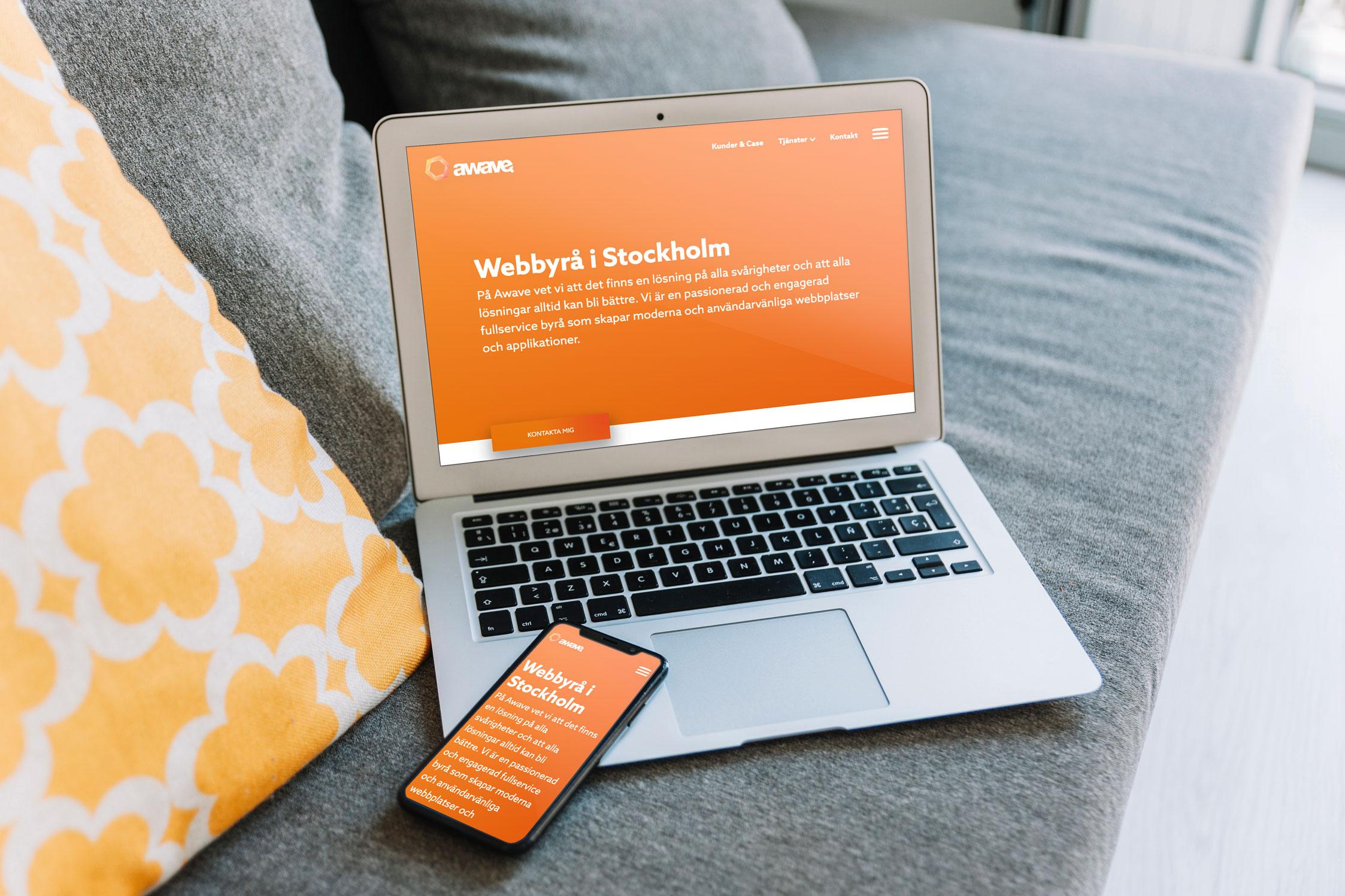 Awaves hemsida i telefon och laptop