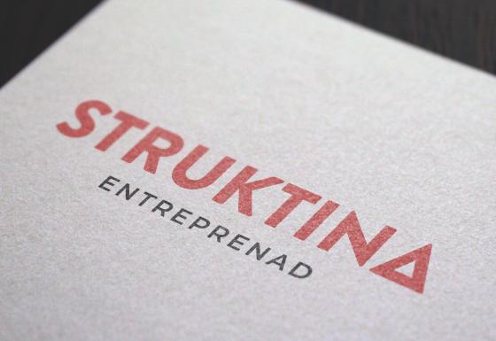 Awave har skapat Struktinas logotyp som visas på bilden. Logotypen föreställer namnet Struktina i en röd färg